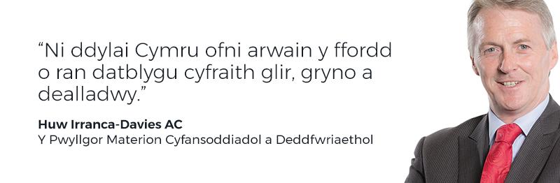 'Ni ddylai Cymru ofni arwain y ffordd o ran datblygu cyfraith glir, gryno a dealladwy'